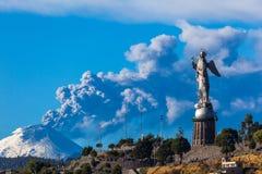 Cotopaxi wulkanu erupcja, Quito zdjęcie royalty free