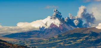 Cotopaxivulkaanuitbarsting in Ecuador, Zuiden royalty-vrije stock afbeelding