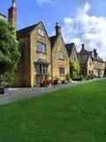 cotswold场面典型的村庄 库存图片