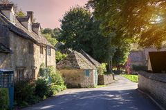 Cotswold-Dorf bei Sonnenuntergang, England Lizenzfreie Stockbilder