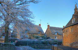 Cotswold-Dorf im Winter Stockfotos