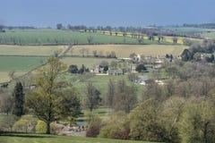 Cotswold-Dorf Tagen eines an den hellen Frühlinges, Gloucestershire, Großbritannien Lizenzfreie Stockfotografie