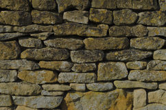 A Cotswold dry stone wall. Honey coloured Cotswold dry stone wall Stock Photos