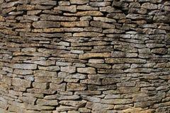 Cotswold-Kalkstein und Sandstein-Trockenmauer Stockbild