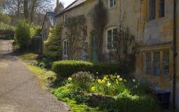 Cotswoldplattelandshuisjes bij de lente, Blockley Stock Foto's