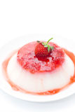 Cotta de Panna avec de la confiture de fraise images stock
