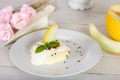 Cotta di Panna con cioccolato ed il melone Fotografie Stock