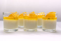 Cotta penna γιαουρτιού με τις μαρμελάδες πορτοκαλιών και λωτού Στοκ Εικόνες