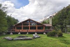 Cottage à l'intérieur de la forêt en EL Chalten Patagonia, Argentine image stock
