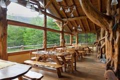 Cottage à l'intérieur de la forêt en EL Chalten Patagonia, Argentine photographie stock libre de droits
