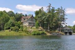 Cottage à la maison dans mille îles Amérique images stock