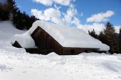 Cottage alpino in inverno Immagine Stock