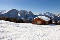 Cottage alpino in montagne delle dolomia, Italia Fotografie Stock
