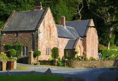 Cottage anglais de pays de grès dans le secteur de lac Photographie stock