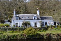Cottage. On canal, row of blue pots Stock Photography