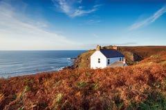 Cottage a capo Cornovaglia fotografia stock libera da diritti