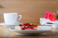 Cottage cheese casserole with raspberry jam Royalty Free Stock Photos