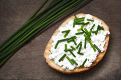 Cottage cheese and chives on toast Stock Photography