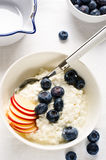 Cottage cheese with fresh berries Royalty Free Stock Photos