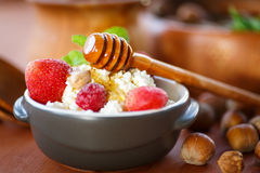 Cottage cheese with fresh fruit and honey Royalty Free Stock Photography