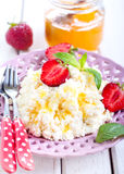 Cottage cheese with honey Royalty Free Stock Photography