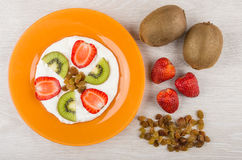 Cottage cheese with kiwi, strawberry and raisin in plate Stock Photography