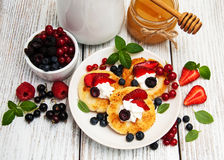 Cottage cheese pancake with berries Royalty Free Stock Photography