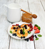 Cottage cheese pancake with berries Stock Photography