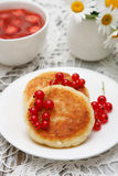 Cottage cheese pancake with sour cream Royalty Free Stock Photo