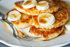 Cottage cheese pancakes with caramel Stock Photos