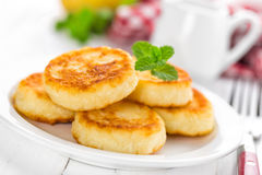 Cottage cheese pancakes, syrniki Stock Photography