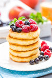 Cottage cheese pancakes, syrniki, curd fritters with berries Stock Images