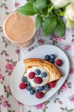 Cottage cheese pie with honey yogurt and berries Royalty Free Stock Images