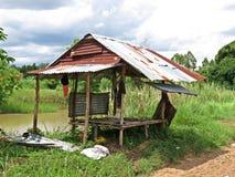 Cottage costruito diversamente - degli agricoltori tailandesi Fotografia Stock