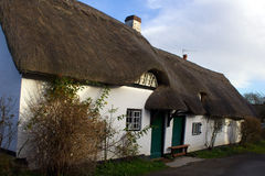Cottage couvert de chaume Photos stock