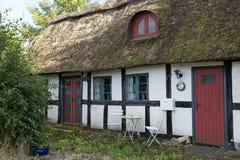 Cottage couvert de chaume abandonné Images libres de droits