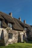 Cottage couvert de chaume anglais étrange Photographie stock libre de droits