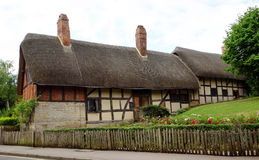Cottage couvert de chaume, Angleterre. Photographie stock