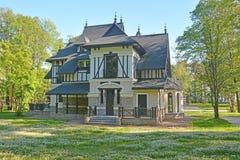 Cottage d'annata di lusso allo Zelenogorsk fotografia stock