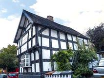 Cottage dans la ville pittoresque de Sandbach dans Cheshire England du sud images libres de droits