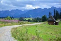 Cottage dans les montagnes Photos libres de droits