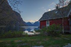 Cottage de bord de mer avec la vue gentille de panorama Images stock