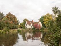 Cottage de lotts de Willy dans le moulin de flatford pendant l'automne aucune personnes Photographie stock