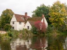 Cottage de lotts de Willy dans le moulin de flatford pendant l'automne aucune personnes Images stock