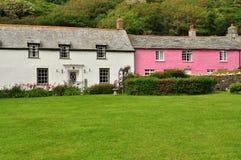Cottage de village de Boscastle, les Cornouailles, Angleterre, R-U Photos stock