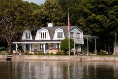 Cottage del lago Immagini Stock Libere da Diritti