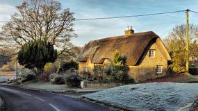 Cottage del paese, chiesa Enstone, Oxfordshire Immagini Stock Libere da Diritti