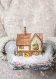 Cottage del paese della tenuta Immagini Stock