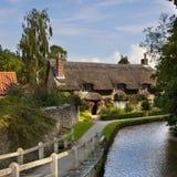 Cottage del paese - villaggio del Yorkshire - il Regno Unito immagine stock