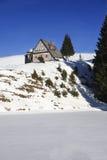 Cottage del tempo nelle montagne Immagini Stock